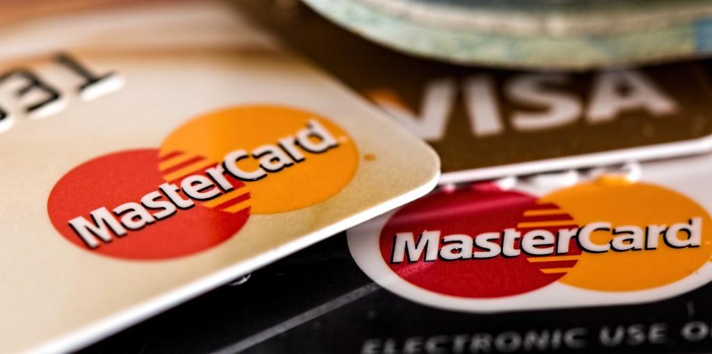 Das beste Bankkonto für Startups in Berlin bietet von Anfang an eine Kreditkarte.